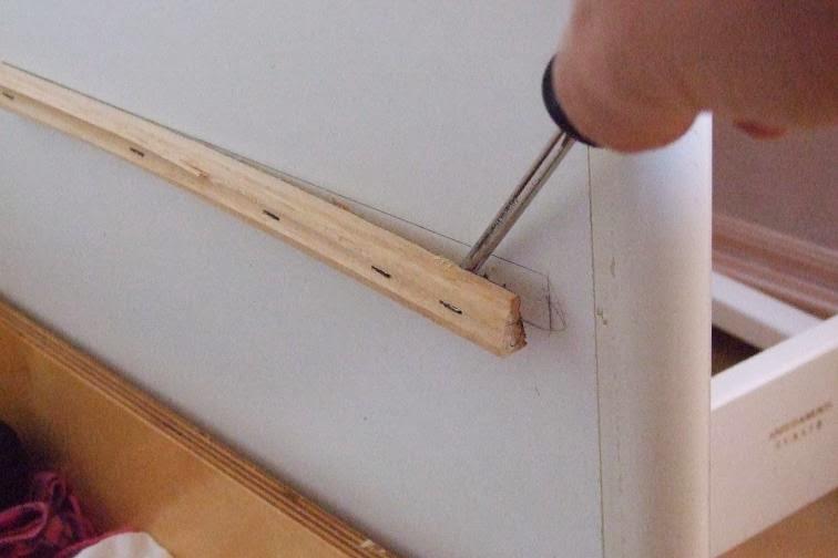 Tutorial sostituire le guide dei cassetti strane idee for Lavette ikea a cosa servono
