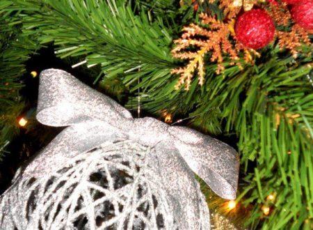 Addobbi e decorazioni fai da te per l'albero di Natale
